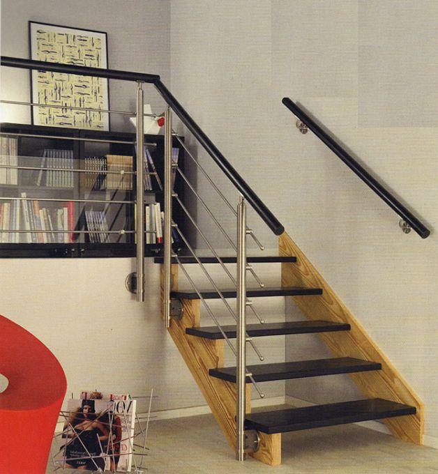 Escalier mini vers mezzanine